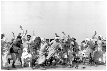 henri-cartier-bresson-refugees-performing-exercises-kurukshetra-india-1947
