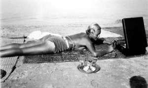 1_jacques_henri_lartigue_Chou Valton, Plage de la Garoupe, Cap d Antibes, France, 1932