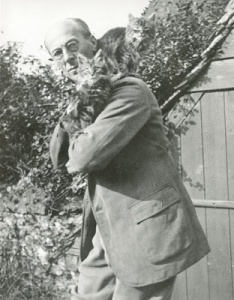 Arthur Rackham con unos gatitos