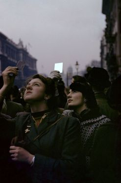 Memorial Sunday, London, 1953 by Inge Morath