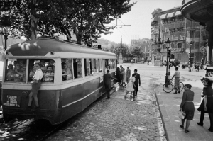 Tranvía estacionado en el paseo de Gràcia