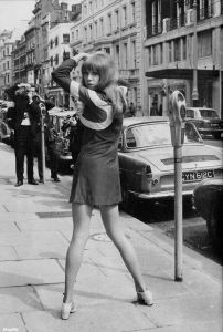 La modelo Pattie Boyd. Brook Street, Mayfair,