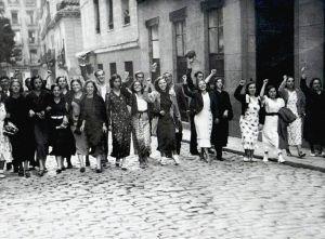 Manifestación de mujeres en los años 30 en España